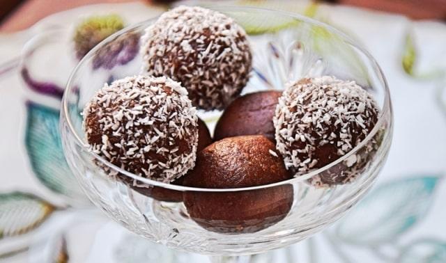 Kokos Rumkugeln mit Kokosöl